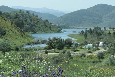 Camping Quinta de Odelouca with panoramic lake view www.quintaodelouca.com