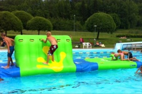 Heated swimming-pool. 50 m. Pool-slide.