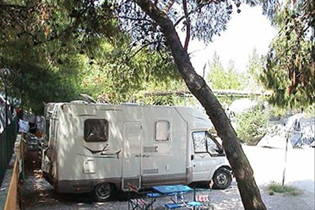 http://www.camping-neakifissia.gr/pagefotos.htm