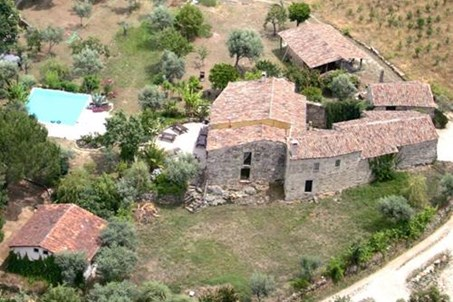 Toca da Raposa is an old restored farm complex. The campground sourrounded by oak trees,  pines, mimosa, olives and other fruit trees.
