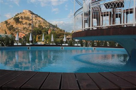 Our beautifull swimming pool is located in the middle of the campsite close to the forest .. It is free for guest.