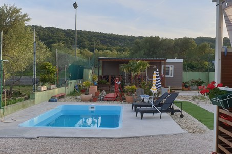Mobile home 4+2 mit Pool und Jacuzzi