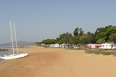 Einige Stellplätze auch direkt am Meer, Reservierung ist nicht möglich